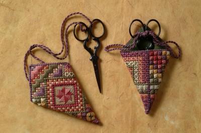 2 Pansy Scissor Poke